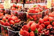 fresas y cerezas, color de Mercado. foto @anamariamarrero